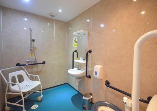 England Owners Direct Bond Hotel Blackpool 2 2 Accessible Wet Room - Hotel image