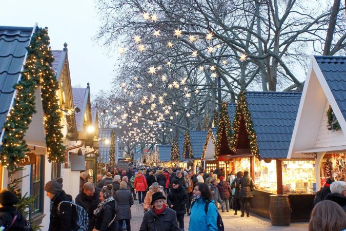 Holiday image - christmas market 1060516 1920
